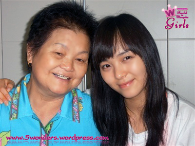 sunye-with-her-grandmother