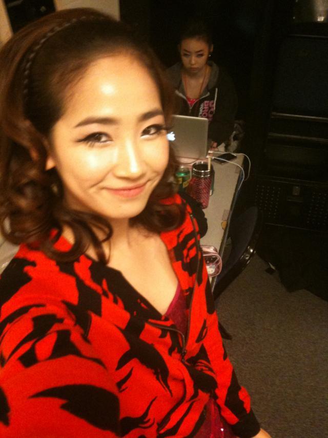 sohee >< she is soooooooooo cuteeeee !!!!! yeah i admit that i'm a hugeeeee fan of sohee!!!