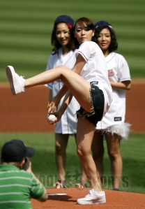 20090906_wondergirlsbaseball_4
