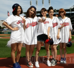 20090906_wondergirlsbaseball_8